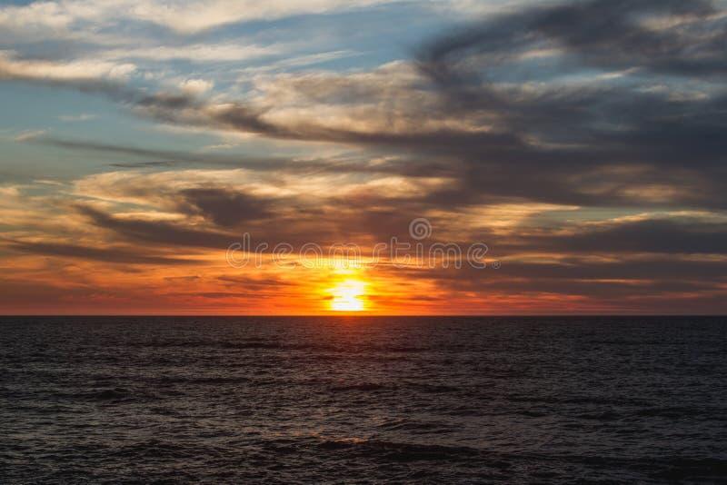 Ozean-Strand CA Sonnenuntergang nach dem Sturm 2019 lizenzfreie stockfotografie