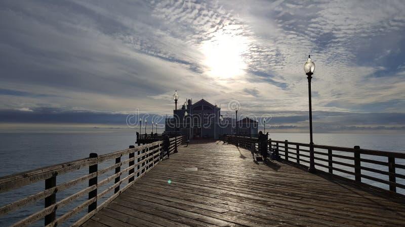 Ozean-Strand-Pier am Sonnenuntergang lizenzfreies stockbild