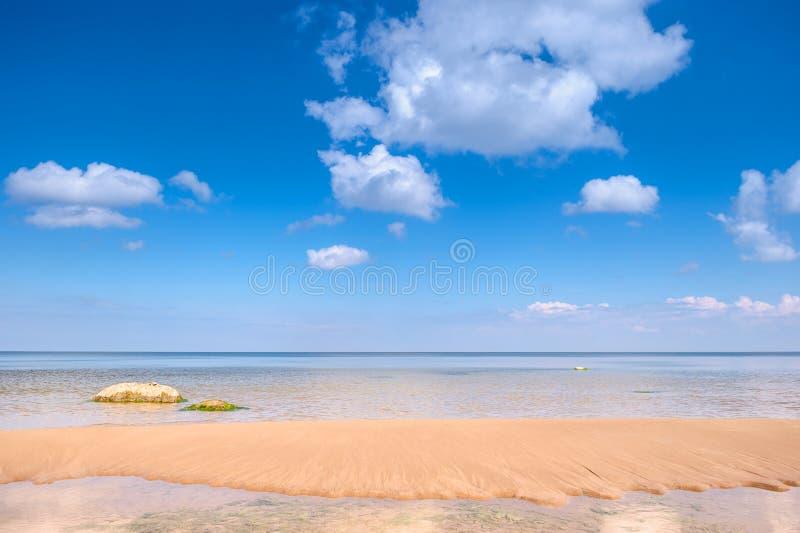 Ozean und blauer Himmel stockfoto