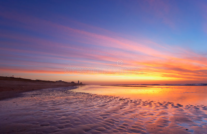 Ozean und Sonnenuntergang lizenzfreies stockbild
