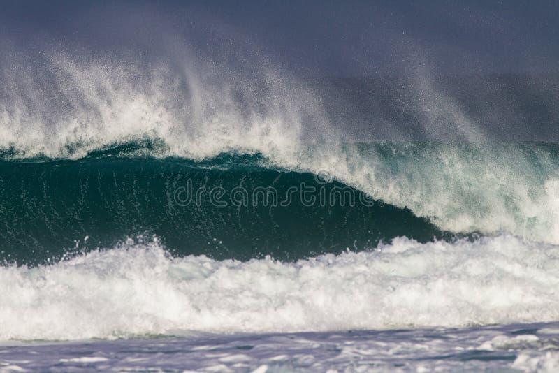 Ozean-Wellen-abbrechende Energie lizenzfreie stockfotos