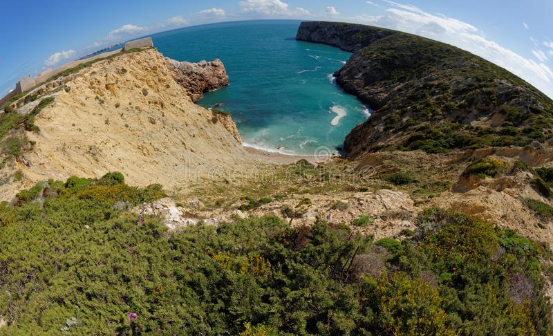 Ozeanbucht und Fortaleza de Belixe nahe Cabo de Sao Vicente Cape in Portugal lizenzfreie stockfotografie