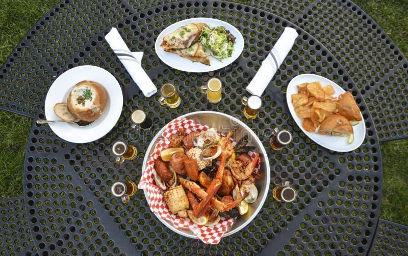 Ozeanisches Abendessen stockfotos