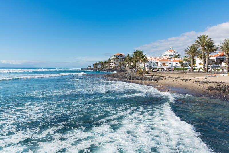Ozeanküste in den Fremdenverkehrsort Playa De-las Amerika, Tenerif stockbild