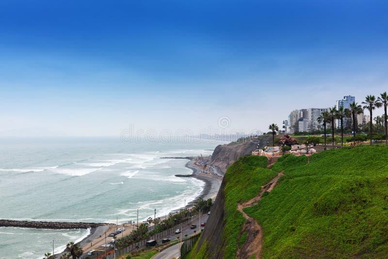 Ozeanufer und -straße lizenzfreie stockfotos