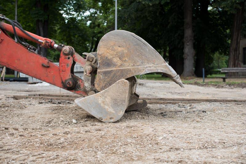 Pá de poder velha grande do metal, máquina escavadora Máquina escavadora fotografia de stock royalty free
