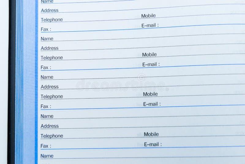 Página en blanco del teléfono y de la libreta de direcciones abiertos imagen de archivo