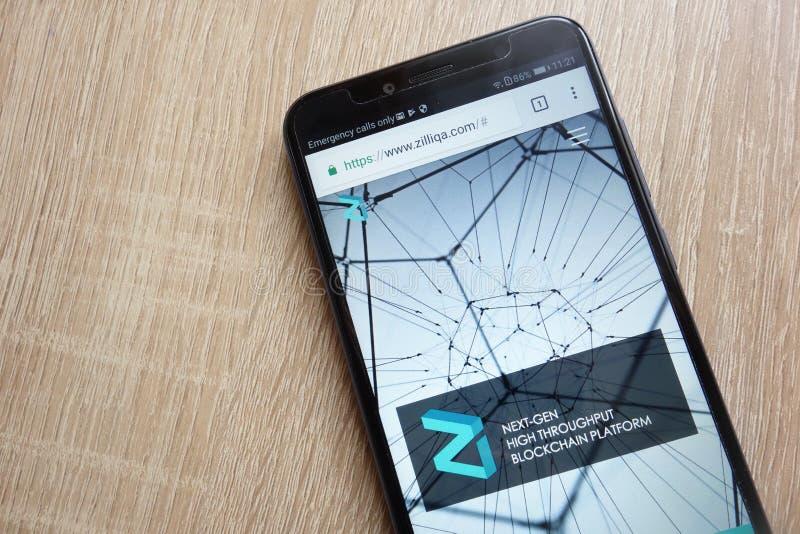 Página web del cryptocurrency de Zilliqa ZIL exhibida en el smartphone 2018 de Huawei Y6 imágenes de archivo libres de regalías