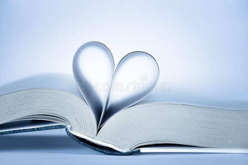 Páginas dadas forma coração imagem de stock royalty free