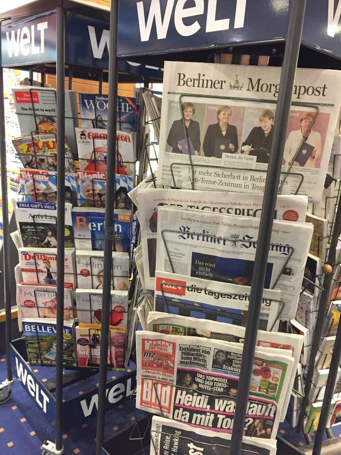 Páginas de cubierta de periódicos alemanes fotografía de archivo