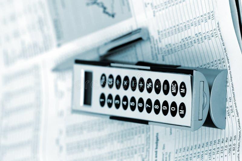 Páginas e objetos financeiros no azul imagem de stock royalty free
