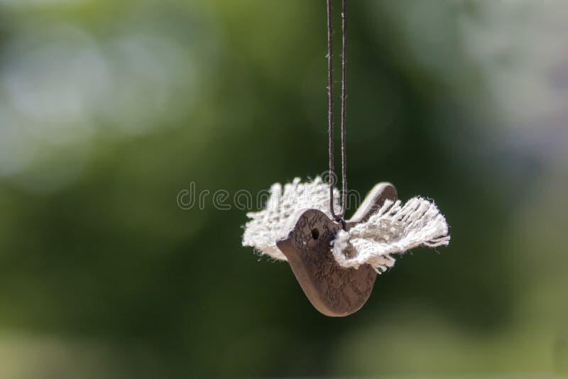 Pájaro de la arcilla con las alas, hechas a mano foto de archivo libre de regalías