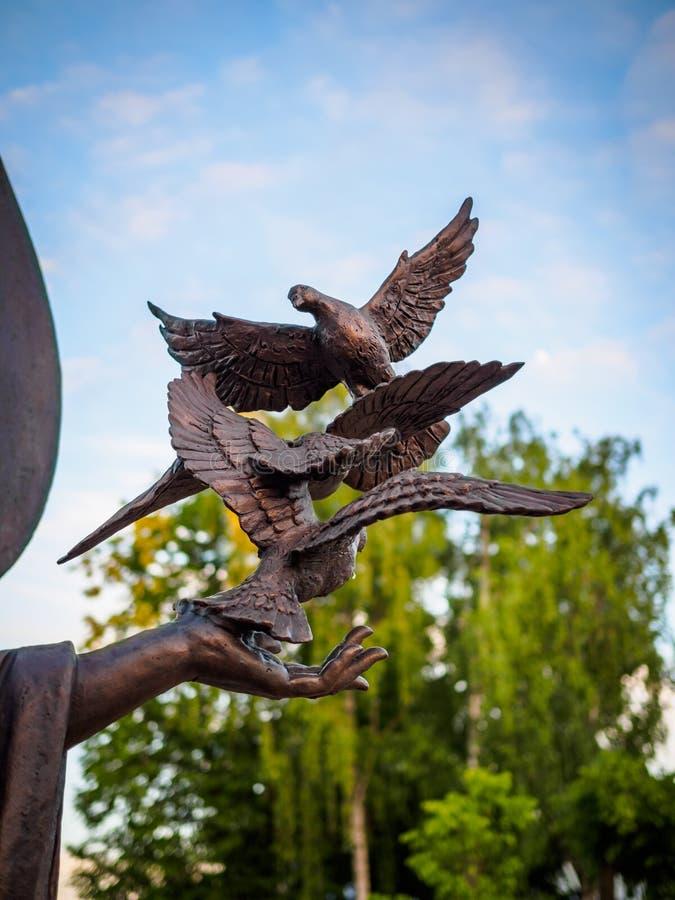 Pájaros de bronce imagenes de archivo