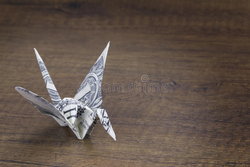 Pájaros de la papiroflexia del dinero fotos de archivo