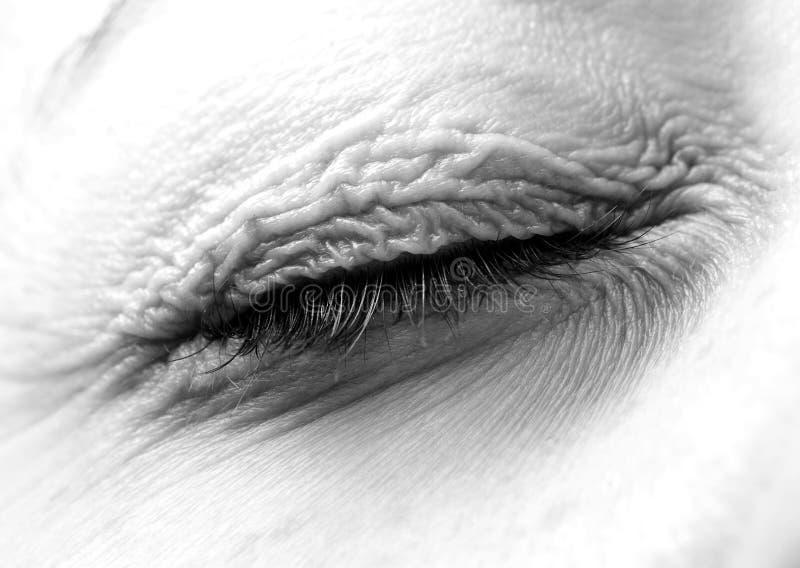 Párpado cerrado en negro y blanco imagen de archivo