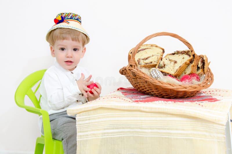 Páscoa e criança tradicionais fotos de stock