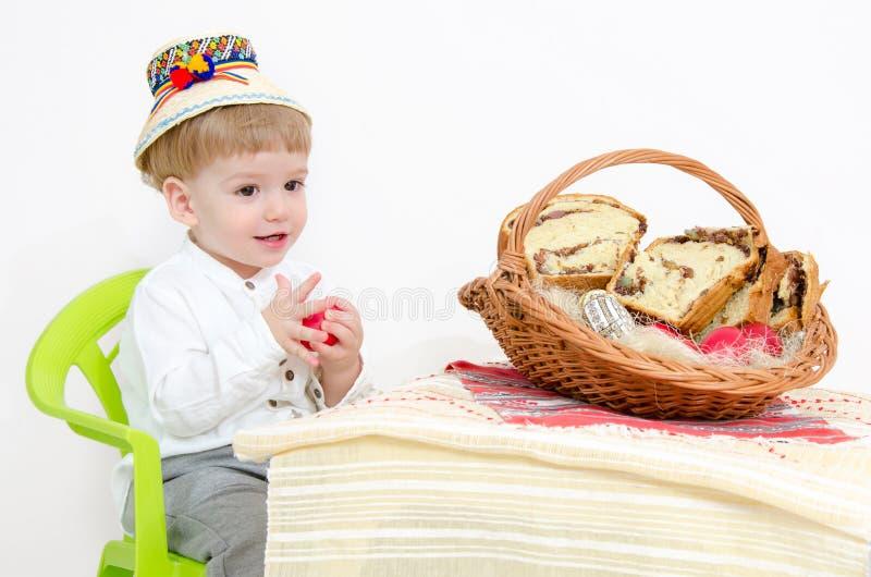 Páscoa e criança tradicionais imagens de stock royalty free