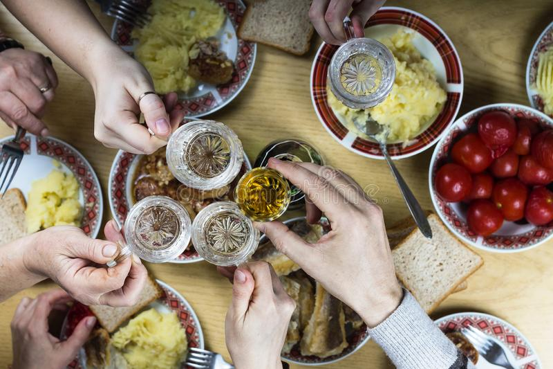 Páscoa família, jantar, tabela, alimento, festivo, celebração, decoração, casa, partido, ajuste, tradicional, foto de stock royalty free