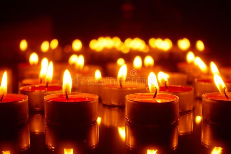 Páscoa - velas de queimadura fotos de stock
