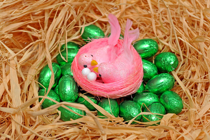 Download Pássaros Cor-de-rosa De Easter Foto de Stock - Imagem de cor, palha: 29847170
