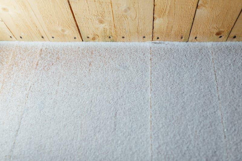Pátina da neve no fundo de madeira das retardações fotos de stock royalty free