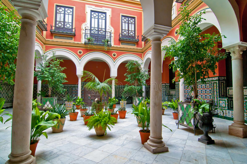 Pátio andaluz tradicional fotografia de stock royalty free