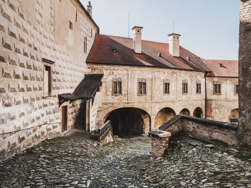 Pátio da casta de Ledec, Ledec nad Sazavou, República Checa fotografia de stock royalty free