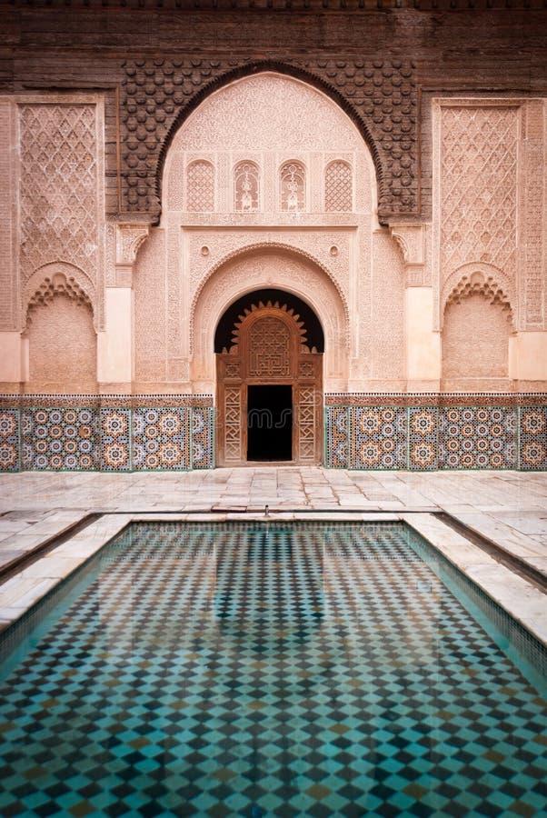 Pátio de Ben Youssef Medersa em C4marraquexe Marrocos fotografia de stock