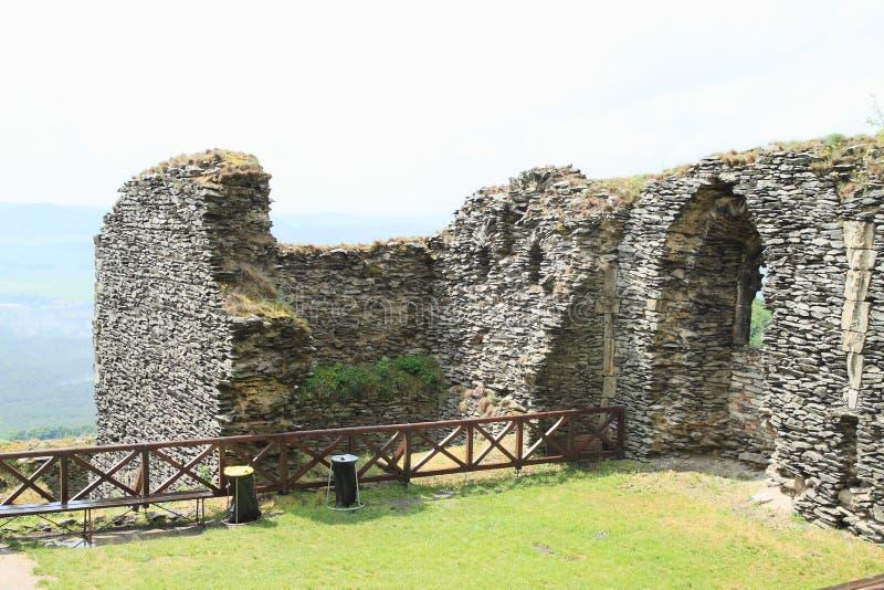 Pátio do castelo Bezdez imagens de stock royalty free