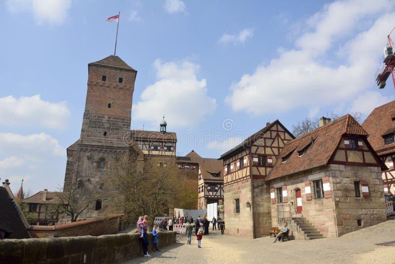 Pátio do castelo de Kaiserburg em Nuremberg fotos de stock
