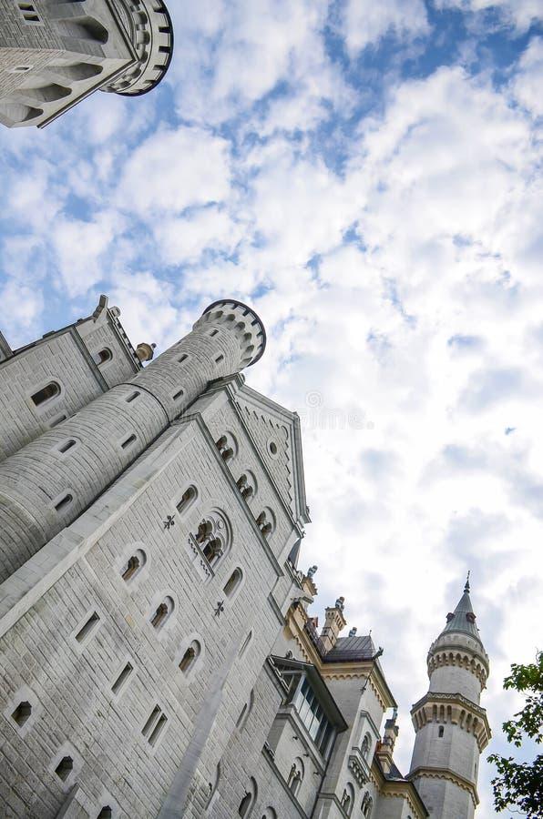 Pátio do castelo de Neuschwanstein, palácio românico do século XIX do renascimento no sudoeste Baviera, Alemanha fotografia de stock