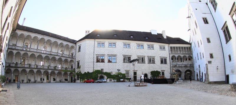 Pátio do castelo em Jindrichuv Hradec foto de stock royalty free