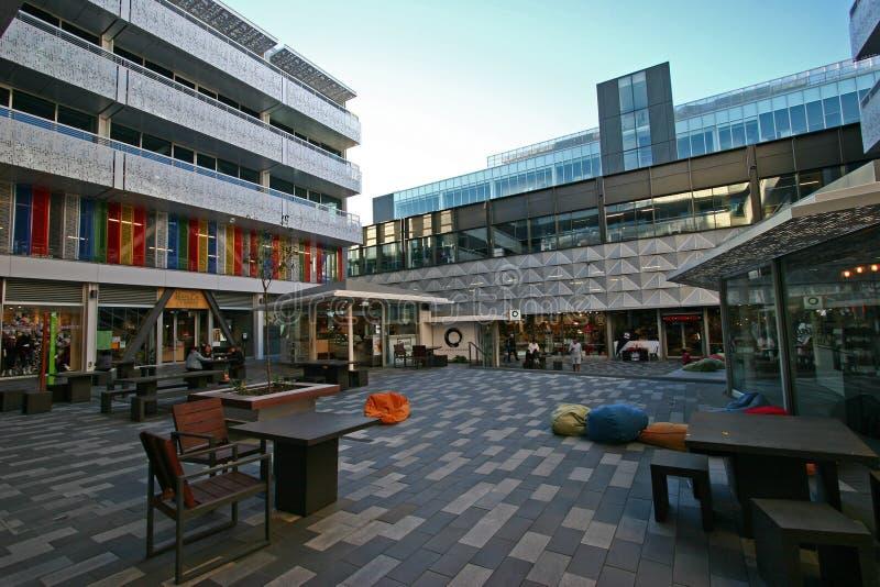 Pátio do centro do centro de BNZ em Christchurch CBD, Canterbury, ilha sul, Nova Zelândia imagem de stock