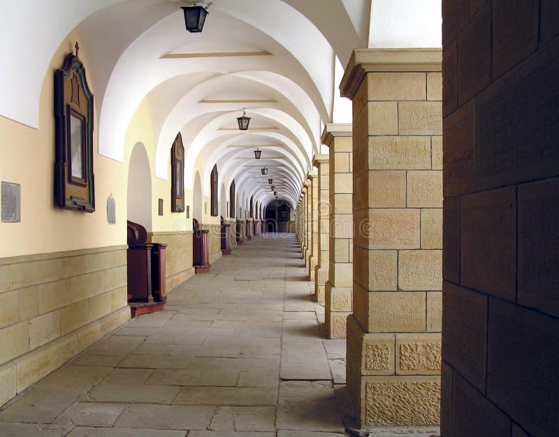 Pátio do monastério imagens de stock