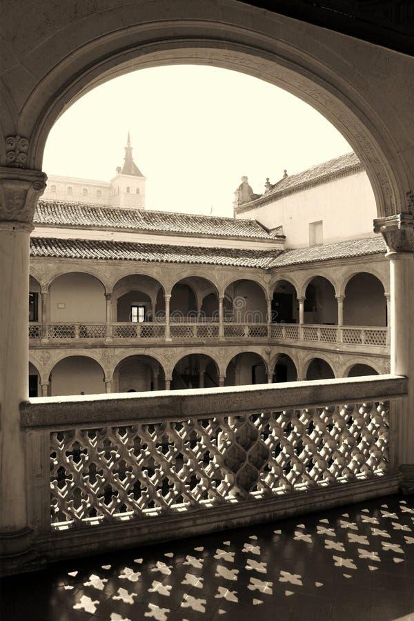 Pátio do renascimento do museu de Santa Cruz em Toledo, Espanha foto de stock