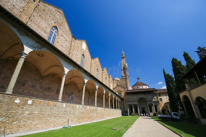 Pátio e claustro na basílica Santa Croce, Florença fotografia de stock royalty free