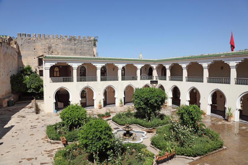 Pátio em Meknes, Marrocos fotografia de stock