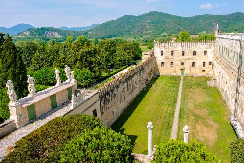 Pátio euganean da vista panorâmica da área dos montes do castelo de Catajo fotos de stock