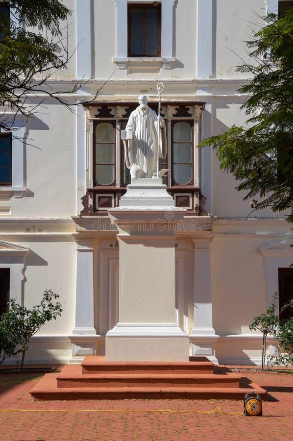 Pátio exterior do monastério fotos de stock royalty free