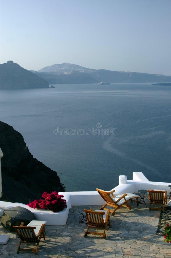 Pátio incrível do santorini com vista foto de stock royalty free