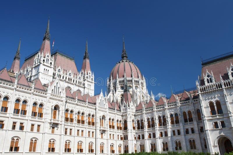 Pátio interno da construção famosa do Parliame húngaro imagem de stock