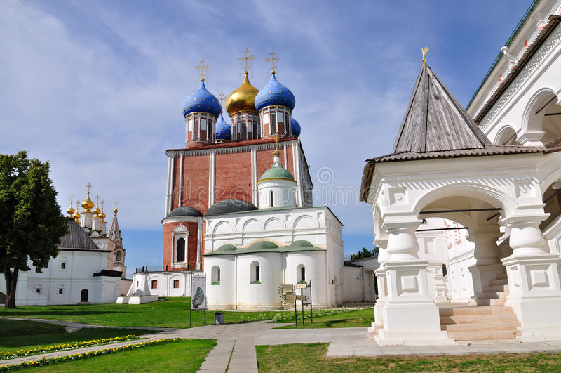 Pátio interno de Ryazan Kremlin, Rússia foto de stock