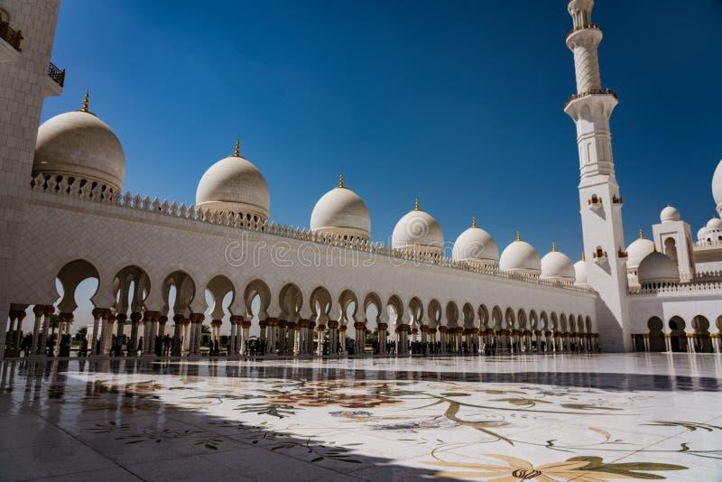 Pátio interno do xeique Zayed Mosque fotografia de stock royalty free