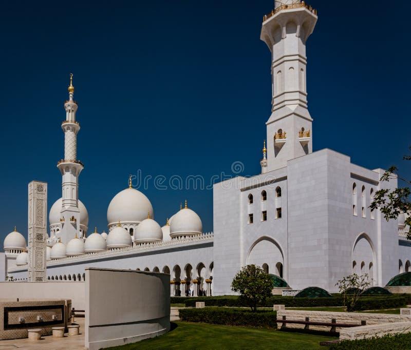 Pátio interno do xeique Zayed Mosque fotos de stock