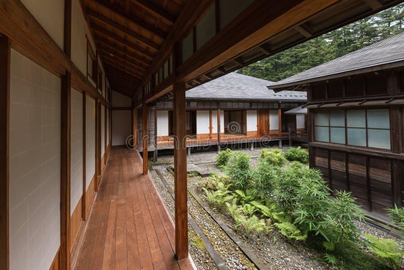 Pátio interno na casa de campo imperial de Tamozawa em Nikko imagem de stock