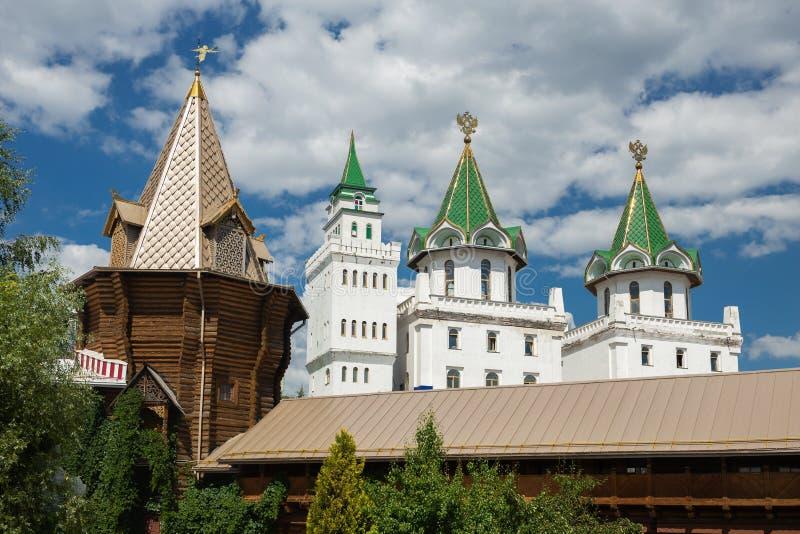 Pátio no Kremlin de Izmaylovsky Architectu tradicional do russo imagem de stock royalty free