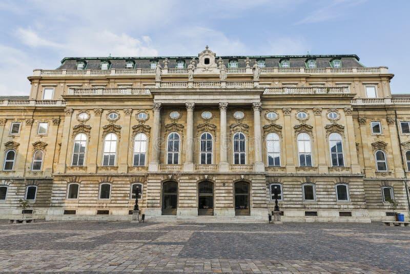 Pátio no palácio real do castelo de Buda em Budapest, Hungria imagem de stock