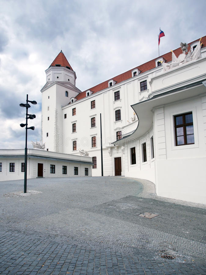 Pátio principal do castelo de Bratislava, Slovakia imagem de stock royalty free