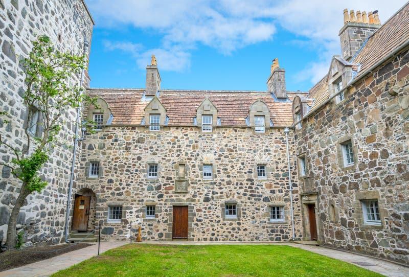 Pátio principal no castelo de Duart, ilha Mull, Escócia fotografia de stock