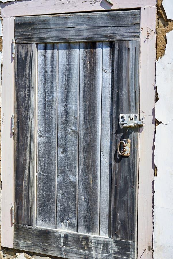 Pátio proibido de madeira azul feito a mão curto dos protetores de porta imagem de stock